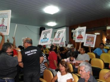 PROTESTOS NA CÂMARA DE VEREADORES